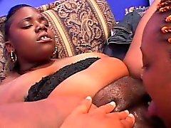 Ebony BBW к лицам нетрадиционной сексуальной киской вылизал а трахает фаллоимитатору