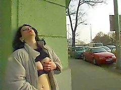 Oost- Duitse vrouwen Flash & pissen in het openbaar