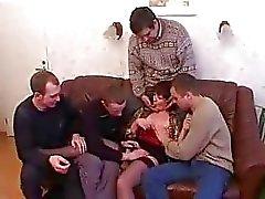 Matriz e filho que bêbados e porras com os amigos depois da festa