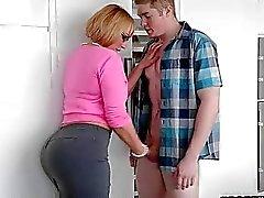 Boob Stepmom Melanie Monroen hullua 3 portaassa