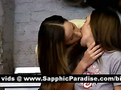 Lesbos superbe brune lécher et fingering chatte et la ayant l'amour lesbien
