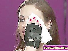 Pelle Feticisti bambina perfetto spunked su viso