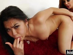 Asian babe é fored para deethroat