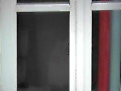 Kerl verfangen aufweisen hinten präsentiert Fenster bis er cums
