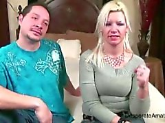 Verzweifelte Amateure Casting Milf Angie spritz Devine nervös hot mom Frau