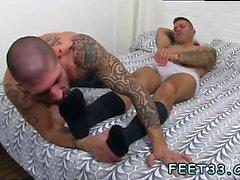 Homosexuell Sex kleine Jungs Jungs Caleb Ruft einen Surprise Foot Job