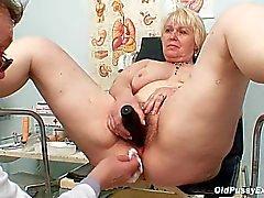 Chubby blonde moeder harige kut arts examen