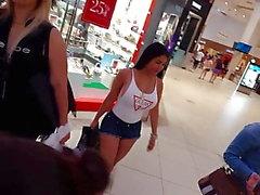 Candid voyeur Stora röv Stora bröst latina tina shorts och skjorta