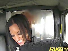 FakeTaxi - Negras Trucos Madres para Coger pelo largo a mi marido