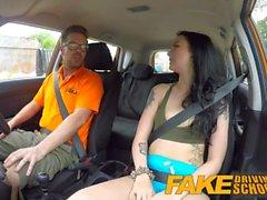 Falso Driving School Gamer babes coño cubierto en cum después de mamada