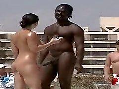 Homem negro de conversa up mulher casada a nude beach