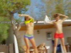 Six naked girls por la piscina desde de Italia