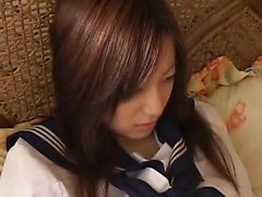 Giapponese giocherellando con la figa pelosa