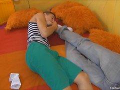 Homosexuell Paare Furby saugen Tobi Füße
