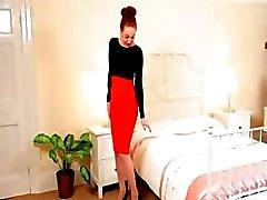 Redhead на супер секси аппликатуры нижнего белья