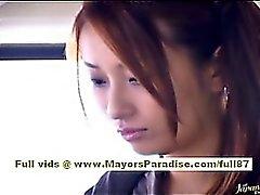 Ordonnateur national Yoshizaki sexy de ado asiatique dans le bus