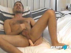 Antonio Westen auf Flirt4Free Guys - Hunk Fucks His Ass und Cums auf Hairy Abs