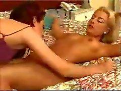 Chaude Brunes baise l'âne d'un chaude blonds de Fille