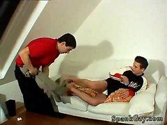 Щегольской гея мальчиком шлепает видео- шлепали и выебанная по хорошо!