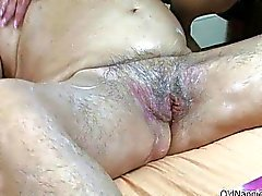 Likaisia vaaleat kypsän nainen saa horny