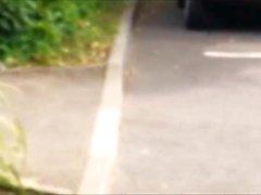 Vaarallinen kuusitoista autoa paljaat kävelyllä sekä puistoon nauhat