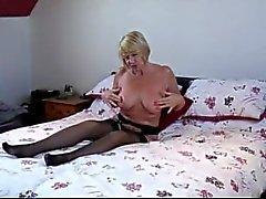 Brittiläisen Blonde MILF - gilf Amyn Kaistaleet ja vittuile