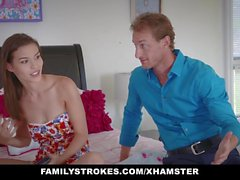 FamilyStrokes - Slutty Social Media Teen gefickt