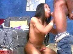 Leaked vidéo complète de Ebony TS avec des seins naturels donnant la tête