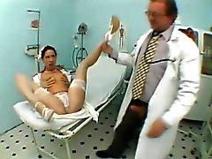 Sexy kapea nymfo sukkia paljastaa suullinen taito klinikalle