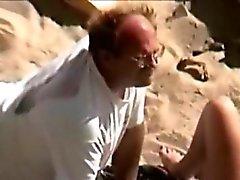 L'uomo si nutre figa spiaggia