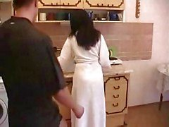 Hairy Mamma Knulla Whith ung pojke i kök