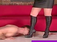 Da yararsız seks kölesi metres boots ibadet