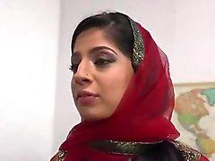 Pakistanilainen Nadia Alin Sucks sekä Fucks Monissa BBC