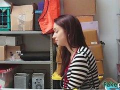 Redhead assez chiche levée de magasin puni par le gérant