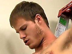 Homosexuell Twink auf Peitschenschnur indem Papa Tyler gebumst wird bald wölbt