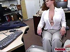 Tetas maciço no a beleza de escritório e o BJ