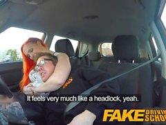 Escuela de conducción falsa Redhead atractivo que desea a instructores Big Cock