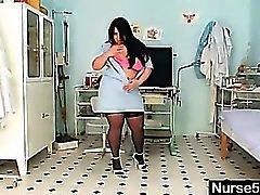 Huge le tette amatoriali la mamma Rosana diffonde figa di grasso