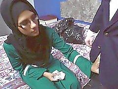 gözlük ile Arap hatun para için iki horoz berbat