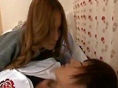 Delightful le ragazze giapponesi si impegnano in di un caldi di lesbiche romance o