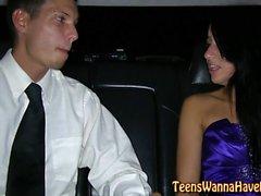 Prom jugendlich in der Limousine gefickt