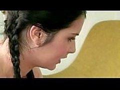 Figlia non ama la figa pelosa della sua madre - di Margot