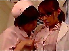 Do doutor que começ lhe bichano com bico do peito esfregou Chupado por enfermeira no hospital