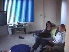 Esposa atrapada haciendo trampas - Ver parte 2 en SluttyteencamDOTcom