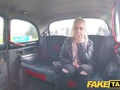 Fake Taxi Tímida rubia adolescente con tetas naturales