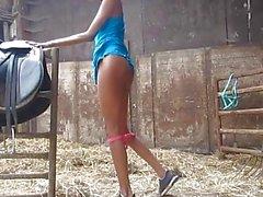 Stygg pussyen Spel At Granpa lantgård