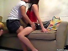 Fodas Casal de coreanos no do sofá