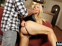 Jenna Lovely masturba mientras puto duro