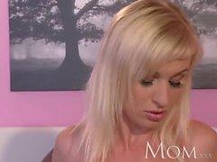 У мамы блондинка есть взрывной оргазм