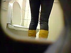 Blond amatörer Tonårs Toaletten fitta arsle dolt spionkamera fönstertittare syv